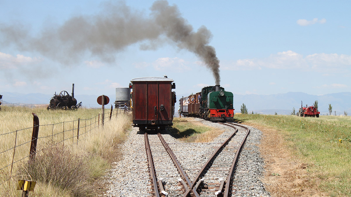 Passing trains at Mooihoek